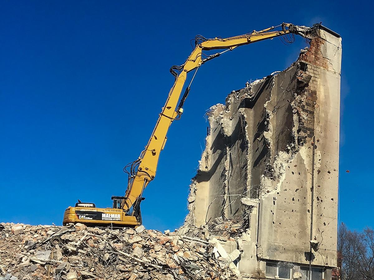 Wyburzenie budynków po zakładach ciastkarskich w Poznaniu